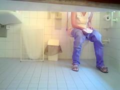 Cutie in jeans makes water in the ladies room