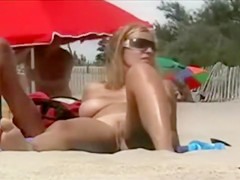 Big natural tits hottie tans at the beach