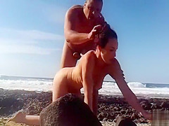 I pounded her at the beach without knowing she is being filmed