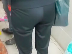 Pulling out his cock for pretty girls in the convenience store