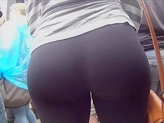 Her big amateur ass is amazing in spandex