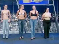 Amateurs model bras and panties on Spanish TV
