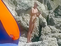 Naked blonde hottie applies sunscreen