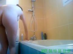 Amateur babe takes a bath naked