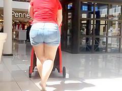 PAWG in shorts asscalator