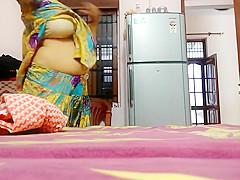 punjabi bhabhi from amritsar changing mms