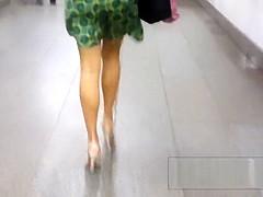 Upskirt a mujeres rusas por la calle