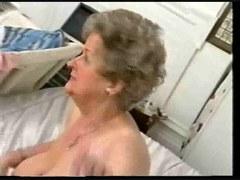 vieille grand mère à defoncer par le cul