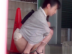 Voyeur outdoor video of urination with hot Japanese babes