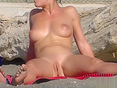 Nude Milfs Shaved Pussy Close Up Beach Spycam Voyeur HD