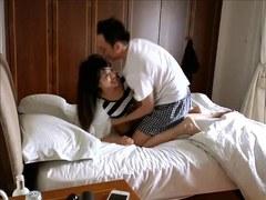 couple asiatique baisant devant un voyeur
