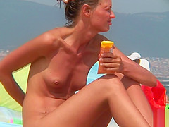 Amateur Beach Nudist Voyeur - Close Up Shaved Pussy