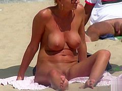 Horny Blonde MILF Amateur Close-Up PUSSY Beach Voyeur Video