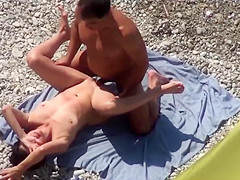 Couple fucked on public beach sparma leaked on the bedspread