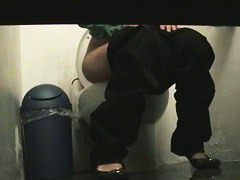 Public toilet peeing spy cam tries to catch a girls pussy