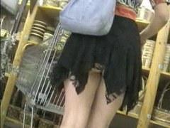 shopping upskirt no pantie