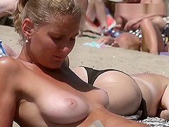 Gorgeous girl Topless on the Beach