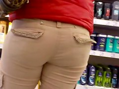 Big fat ass in street candid voyeur video in the mall
