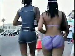 Bikini Donk strut