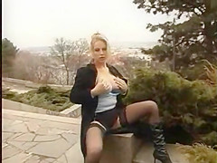 Blonde public play