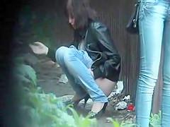 Public pee voyeur