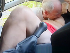 Slut amateur granny in the car. Amateur