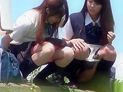 japanese schoolgirls - outdoor pee voyeur 2