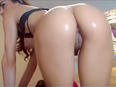 Sexy Brunette Shakes Shows Ass Off On Cam
