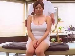 Massage cho chi Nhung tai chung cu Nam SÀ i Gò n và lê n dinh