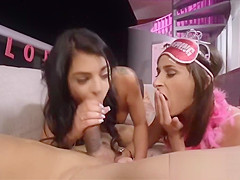 Leaked bachelorette threesome video