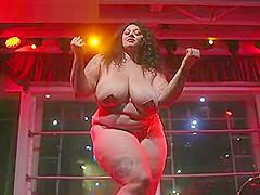 Kiki La Chanteuase Burlesque