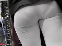 Blond mother i'd like to fuck in hot leggings