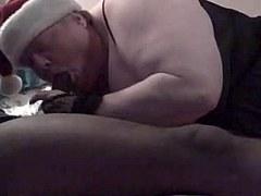 une grosse maman salope suce son mari