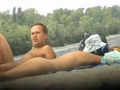 des nudistes