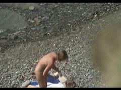 voyeurisme sur une plage naturiste