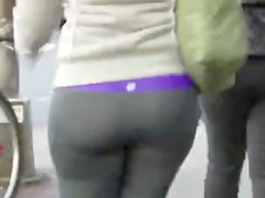 Candid whooty butt in yoga pant of NYC