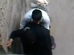 Arabe en Hijab baiser par son epoux