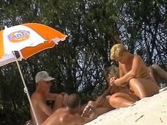 plage de nudistes ou ça baise