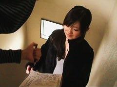 Down blouse teen girl video gets a peek of Asian nipple