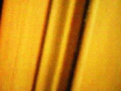 女子トイレのドアの下から隠し撮りした女子大生の無修正隠し撮り映像
