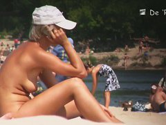 Amateur nudist blonde on hidden beach cam