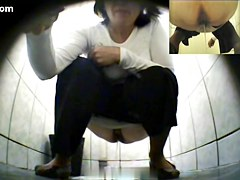 Girls Pissing voyeur video 13