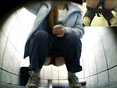 Girls Pissing voyeur video 21