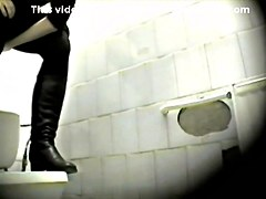 Girls Pissing voyeur video 28