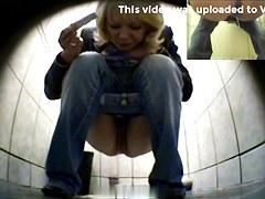 Girls Pissing voyeur video 70