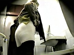 Girls Pissing voyeur video 117