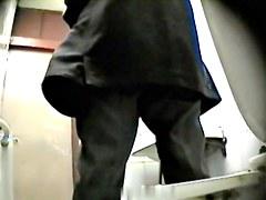 Girls Pissing voyeur video 123