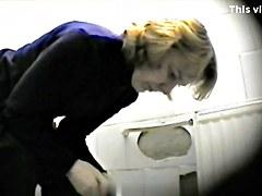 Girls Pissing voyeur video 160