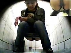 Girls Pissing voyeur video 183