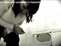 Girls Pissing voyeur video 216